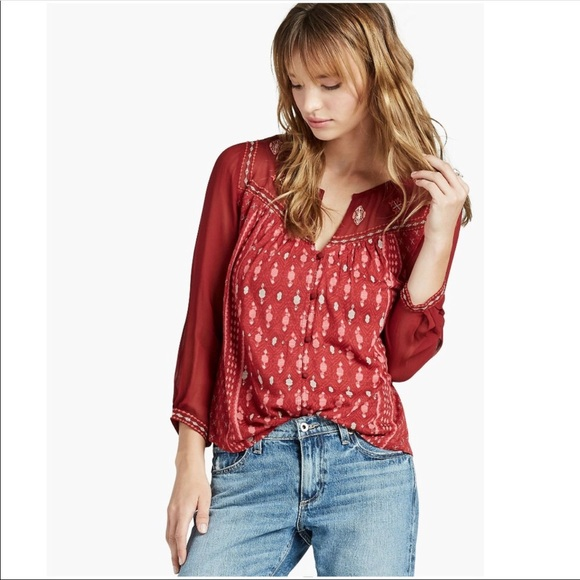 ce5c7ef4ee0862 Lucky Brand Tops - Lucky Brand red peasant top 3/4 sleeve geometric